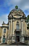 LVIV UKRAINA - September 27, 2015: Den huvudsakliga fasaden av dominikanen Royaltyfri Foto