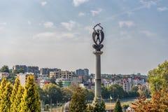 LVIV UKRAINA - SEPTEMBER 11, 2016: Lviv stad och Lychakiv kyrkogård Sightställe monument Polsk Orlat kyrkogård Arkivfoto