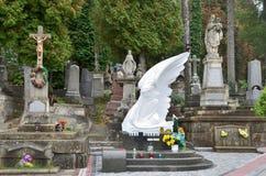 Lviv Ukraina, September, 16, 2013 Lychakiv kyrkogård - det äldst i Lviv Arkivbild