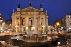 Lviv Ukraina, September, 15, 2013 Opera- och balettteatern i Lviv på natten Royaltyfria Foton