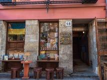 LVIV UKRAINA - SEPTEMBER 13, 2016: Shoppar den gamla staden för den Lviv staden Royaltyfri Bild