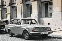 Lviv Ukraina, Sierpień, - 37, 2018: Stary Volvo samochód w starym mieście obraz stock