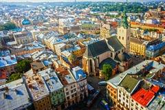 Lviv Ukraina Sikt från det Lviv stadshuset i centret europeiskt gammalt för stad Arkivfoton