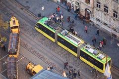 Lviv Ukraina 06 11 2018 Widok Targowy kwadrat w Lviv od wzrosta urząd miasta wierza Lviv tramwaj obrazy royalty free