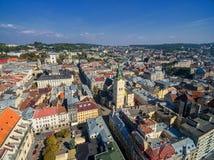 LVIV UKRAINA, WRZESIEŃ, - 08, 2016: Lviv śródmieście z Lviv urzędu miasta i katedry Łaciński wierza w tle Zdjęcie Royalty Free