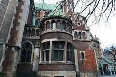 Lviv, Ukraine - 4 février 2018 : Église de St Elizabeth à Lviv dans l'architecture d'hiver, baroque et gothique, entrée arrière,  images libres de droits