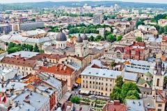 LVIV, UKRAINE - JUIN, 29 : Panoramique des toits à Lviv, le 29 juin 2013 Images stock
