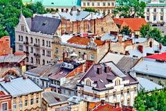 LVIV, UKRAINE - JUIN, 29 : Voiture sur le toit à Lviv, le 29 juin 2013 Photo stock