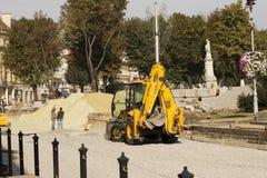 Lviv, Ukraine, le 26 septembre 2015 : Remplacement du pavage Image libre de droits