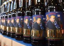 Lviv, Ukraine - 20 mai 2017 : Bouteilles de bière comportant les USA pré image stock