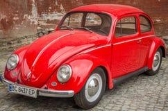 LVIV, UKRAINE - MAI 2017 : Voiture rouge de vieux vintage rétro Image stock