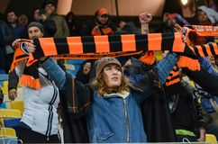 LVIV, UKRAINE - 20 OCTOBRE : Fans célébrant un but Shakhtar pendant Photos stock