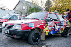 Lviv, Ukraine - Otober 2015: A racing car for the rally in a closed garage before the start of the race which sets up a mechanic a Royalty Free Stock Images