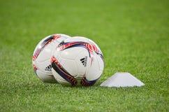 LVIV, UKRAINE - 29 SEPTEMBRE : La boule officielle de la ligue d'Europa est o Photos stock
