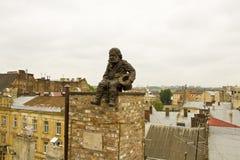 Lvov, beeldhouwwerk van Schoorsteen huilt Royalty-vrije Stock Foto