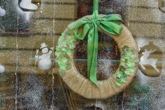 LVOV, UKRAINE- JANUARY 28, 2018: Simple Christmas wreath with gr. Een ribbon on the window. Holiday symbol stock images