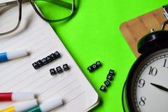 Lways pede mais mensagem em conceitos da educação e da motivação foto de stock