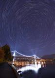 Löwe-Tor-Brücken-und Stern-Spuren, Stanley Park, Vancouver Lizenzfreie Stockfotografie