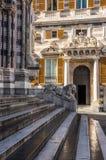 Löwestatue von San Lorenzo Cathedral, Duomodi Genua, Ligurien Lizenzfreie Stockfotos