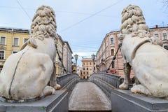 Lwy przerzucają most w St Petersburg Zdjęcie Royalty Free
