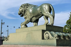 Lwy przy admiralicja bulwarem w świętym Petersburg Fotografia Stock