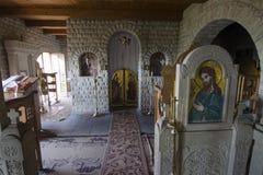 Lyadova, de Oekraïne, 09-08-2018: Het binnenland van de holtempel van Lyadova-Klooster, die in Vinnytsia-gebied van Ukrain wordt  stock foto
