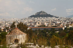 Lycabettous小山和古老市场,雅典 免版税库存照片