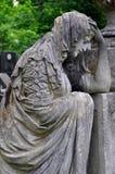 Lychakiv公墓在利沃夫州乌克兰 经典雕塑哀伤的悲哀妇女在 库存图片