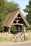 Lychgate på den Madresfield kyrkan, England Royaltyfria Foton