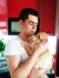 Lycka E Orange persisk katt r f?r?lskelse till djuren arkivbilder