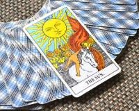 Lycka för manifestation för värme för insikt för glädje för vitalitet för energi för liv för The Sun tarokkort royaltyfria bilder