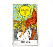 Lycka för manifestation för värme för insikt för glädje för vitalitet för energi för liv för The Sun tarokkort arkivfoton