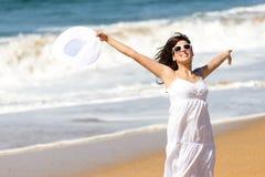 Lycka för sommarsemester på stranden fotografering för bildbyråer