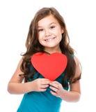 Lycka - le flickan med röd hjärta Royaltyfria Bilder
