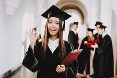Lycka man kunskap asiatisk flicka korridor arkivfoto