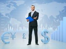 Lyckad affärsman på börsbakgrund Arkivfoto