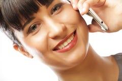 Lyckad affärskvinna med mobiltelefonen Arkivbild