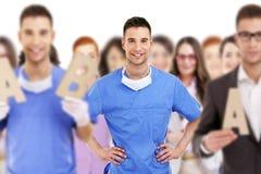 Lyckad doktor som leder en grupp Arkivbilder