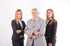 Lyckad hög chef med två kvinnliga kollegor Royaltyfri Foto