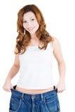 Lyckad kvinna i för stor jeans Royaltyfria Bilder