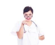 Lyckad kvinnlig doktor som pekar något Arkivfoton