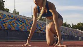 Lyckad kvinnlig mästareutbildning för rinnande konkurrens, motivation stock video
