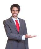 Lyckad latinsk affärsman med skägget royaltyfria foton