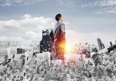 Lyckad säker affärsman i dräkt arkivfoton