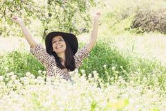 Lyckad ung kvinna Fotografering för Bildbyråer