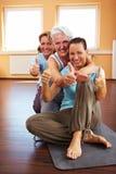 lyckad yoga för grupp Royaltyfri Fotografi