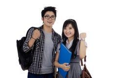 Lyckade två asiatiska studenter arkivbilder