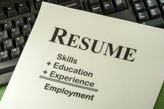 Lyckat anställningbegrepp med önskad meritförteckningformel Royaltyfri Foto