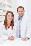 Lyckat apotekpartnerskap Arkivbild