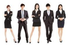 Lyckat asiatiskt ungt affärslag som tillsammans står Royaltyfri Fotografi